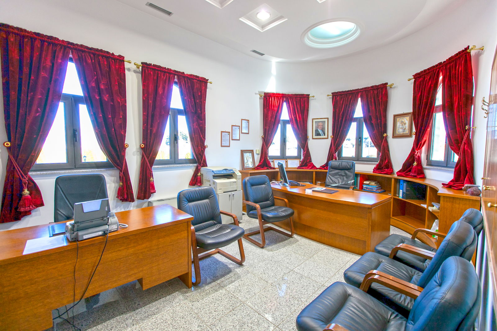 Funeral Home Megremis - Office